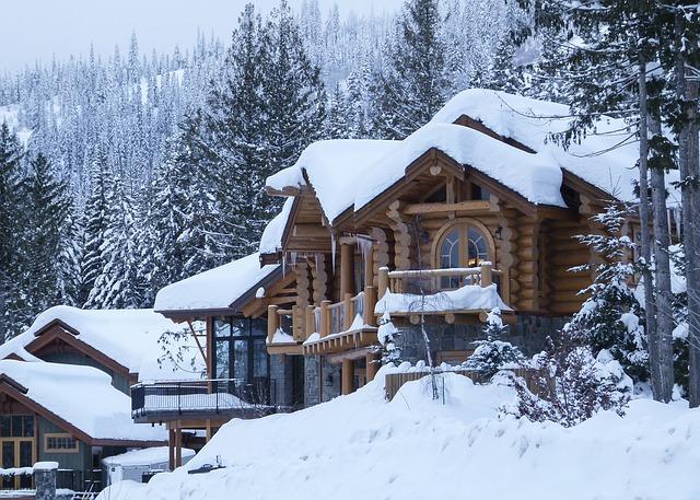 la maison enneigée au Canada